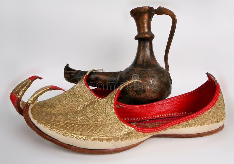 Deslizadores e lâmpada de Aladdin árabes imagem de stock