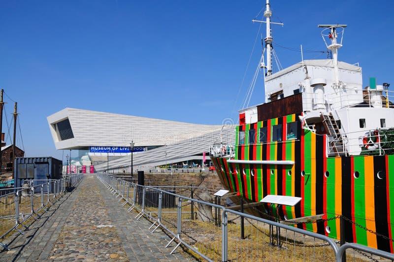 Deslumbre la nave y el museo de Liverpool fotografía de archivo