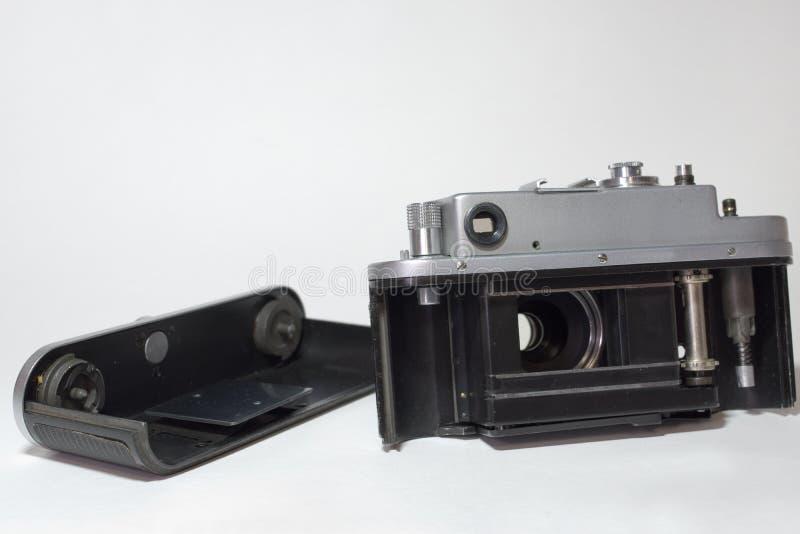 Desmontó parcialmente una cámara del vintage, preparada para cargar los wi foto de archivo libre de regalías