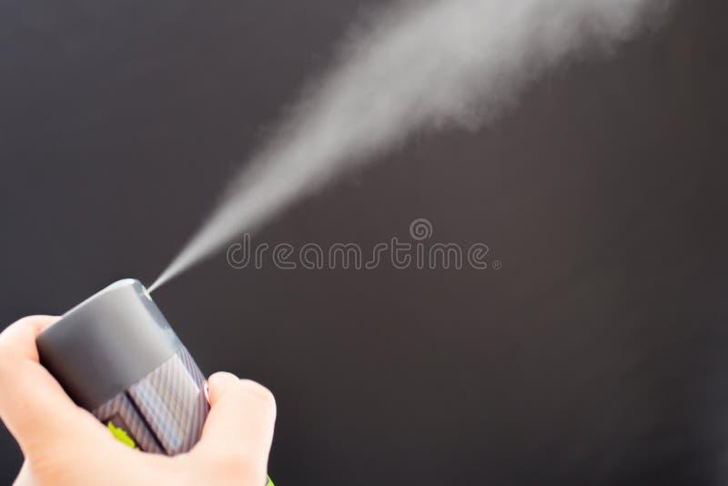 Desodorizante com mão imagens de stock royalty free