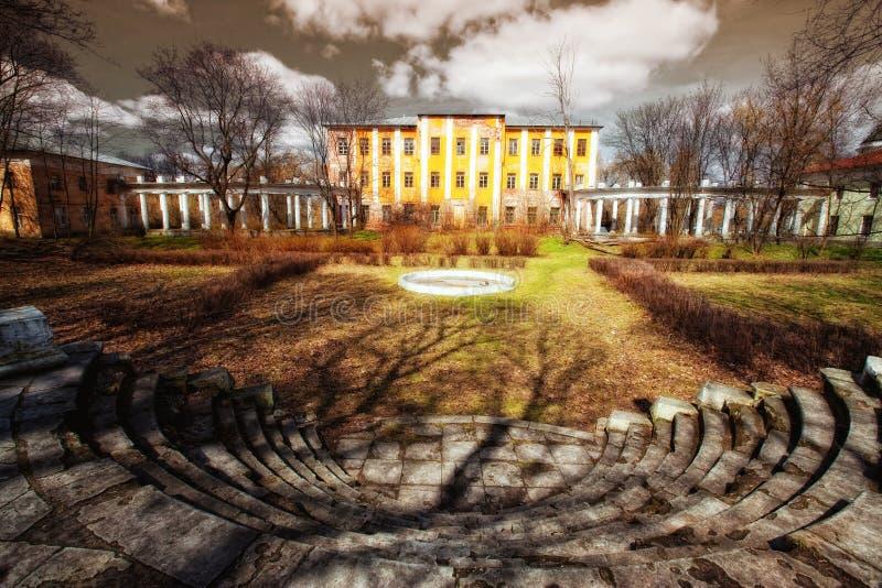 Desolate alte Villa lizenzfreies stockfoto