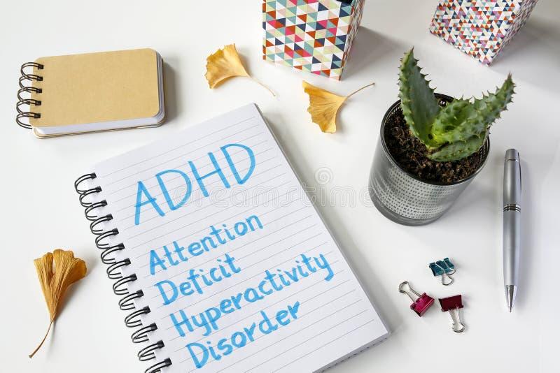 Desorden de la hiperactividad del déficit de atención de ADHD escrito en cuaderno foto de archivo libre de regalías