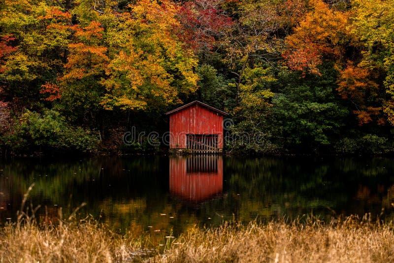 Desoto秋天的红色船库在佩恩堡 免版税库存图片