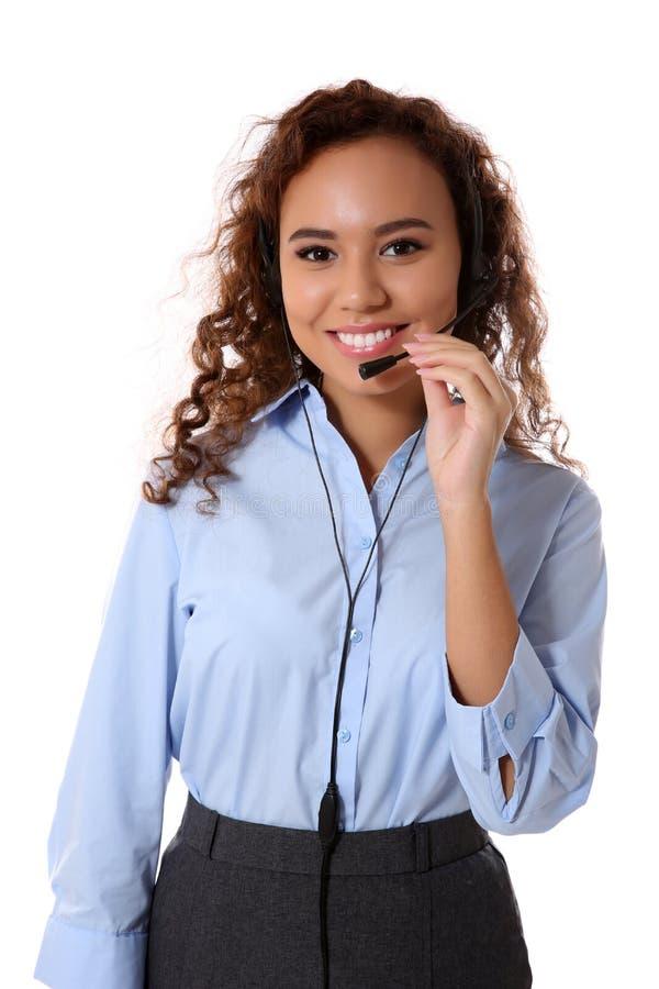 Despachador de sexo femenino del centro de atención telefónica del soporte técnico en el fondo blanco foto de archivo