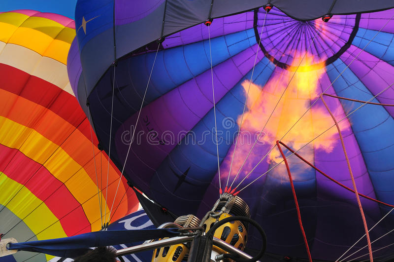 Despedindo acima o balão colorido imagens de stock