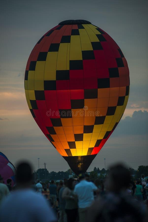 Despegue del globo del aire caliente fotos de archivo
