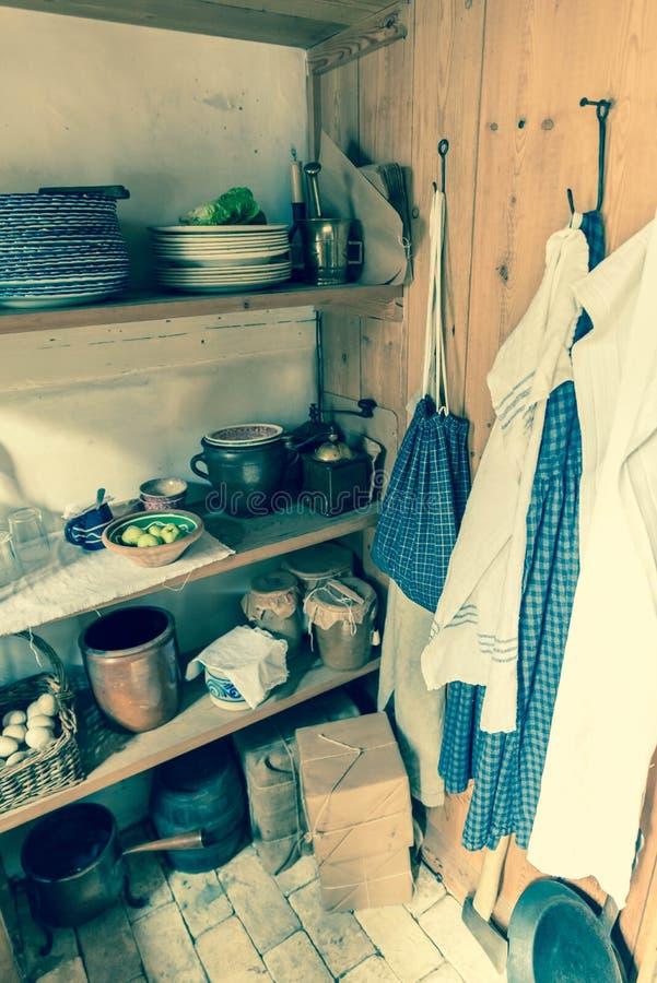 Despensa de antaño de la granja de la cocina fotografía de archivo