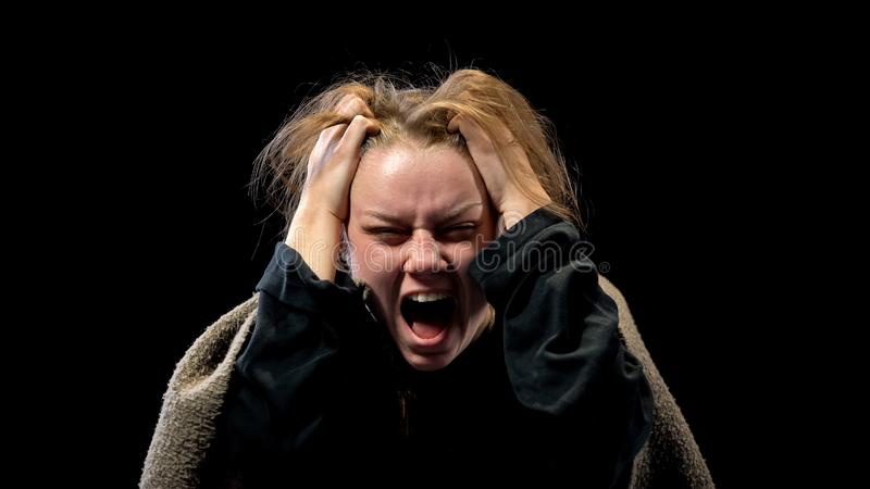 Desperacki ?e?ski krzycze? w stroskaniu, cierpi zaburzenia psychiczne, koszmar zdjęcia royalty free