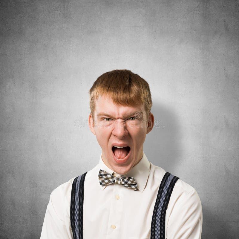 Desperacki nastolatek krzyczy z z?o?ci? obrazy royalty free