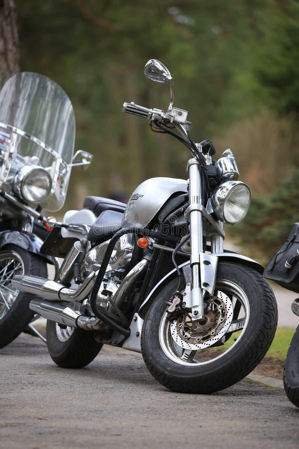 Desperado Motorrad-Suzukis VZ400 im Freien an einem bewölkten Tag Front View lizenzfreie stockfotos