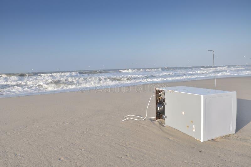 Desperdício na praia foto de stock