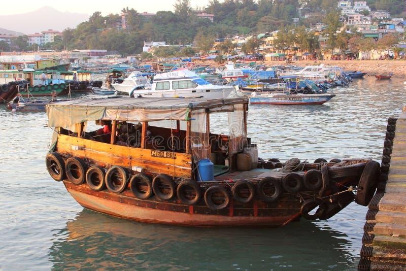 Desperdicios de madera tradicionales en el puerto de Cheung Chau Island en Hong-Kong fotografía de archivo