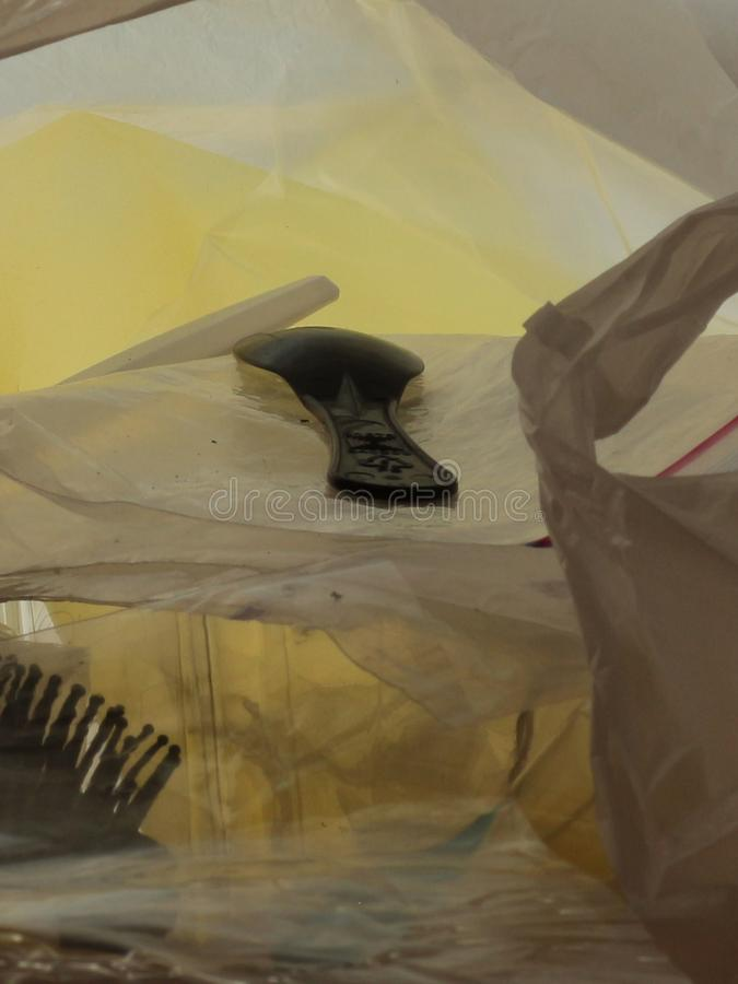 Desperdicios plásticos en imagen macra del bolso de plástico transparente imagenes de archivo