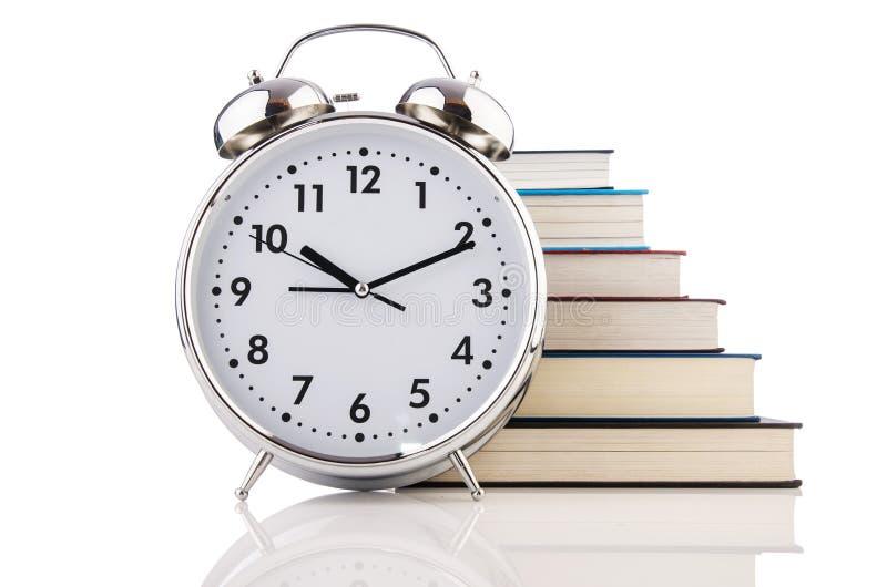 Despertador e livros imagens de stock