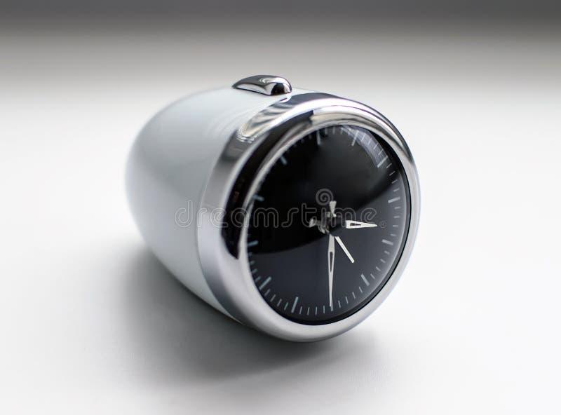 Despertador elegante oval moderno blanco del diseño fotografía de archivo libre de regalías