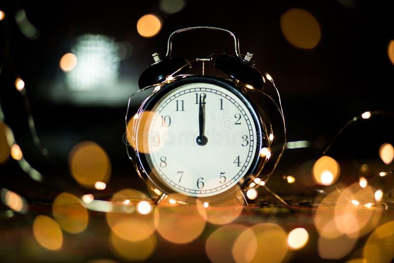 Despertador em antecipação ao feriado imagem de stock royalty free