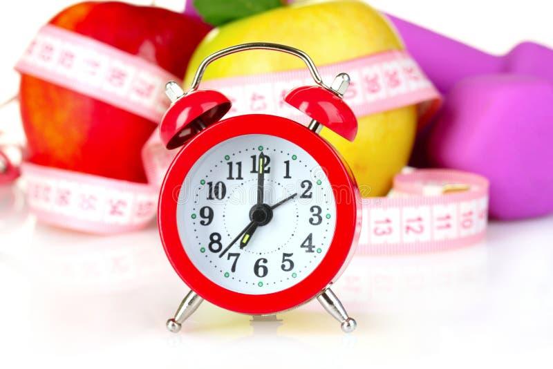 Despertador, maçã e dumbbell isolados imagem de stock