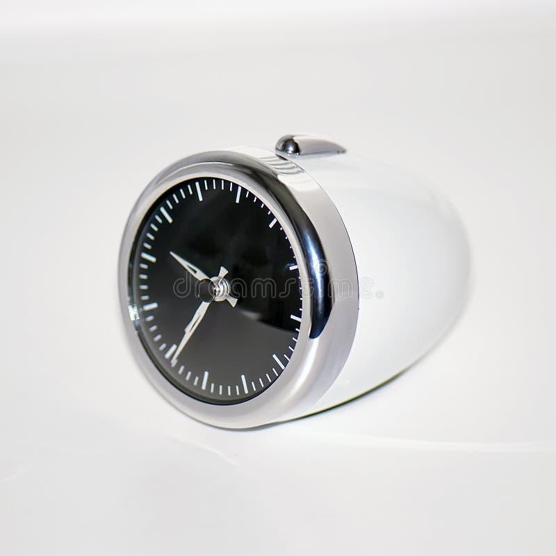 Despertador moderno blanco del óvalo de la tabla imagen de archivo libre de regalías