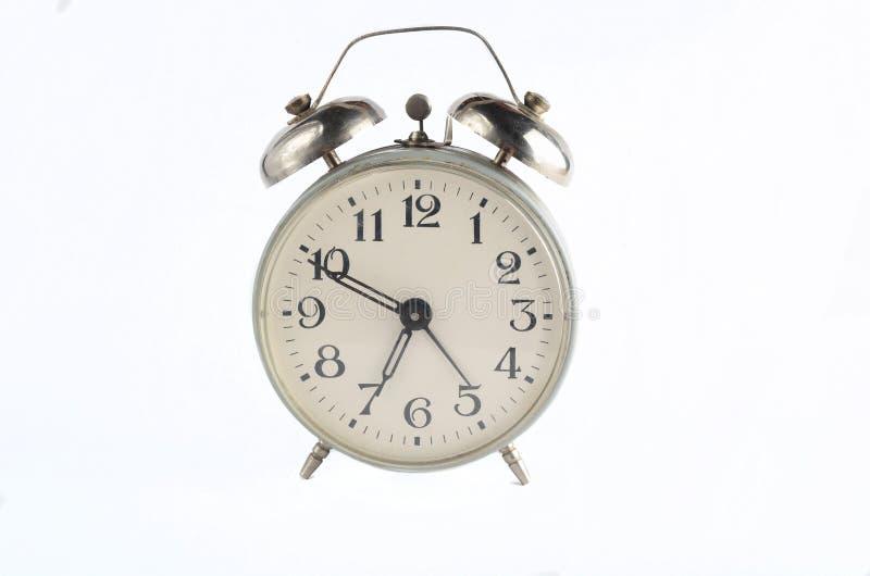 Despertador retro do metal isolado no branco Tempo de manhã, hora de levantar-se fotografia de stock