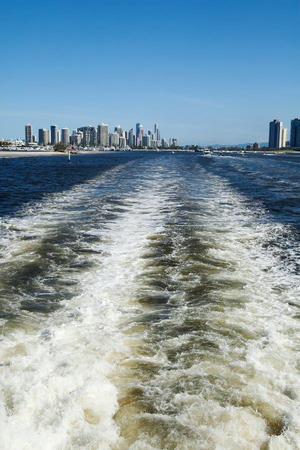Despertar barco marino de la costa dorada Queensland Australia imagen de archivo