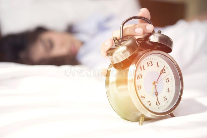 Despierte, él es hora de comenzar a prepararse por un nuevo día imagen de archivo