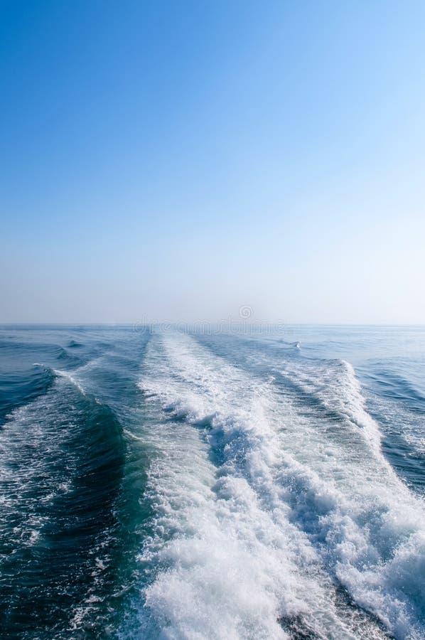 Despierte de la lancha de carreras en la isla azul de Corregidor del océano, Manila, phi foto de archivo libre de regalías