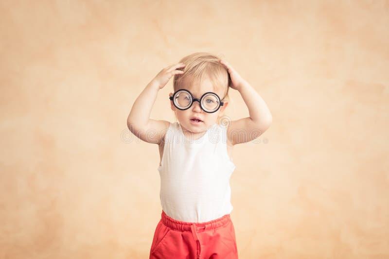 Desportista engraçado do bebê Sucesso e conceito do vencedor fotografia de stock