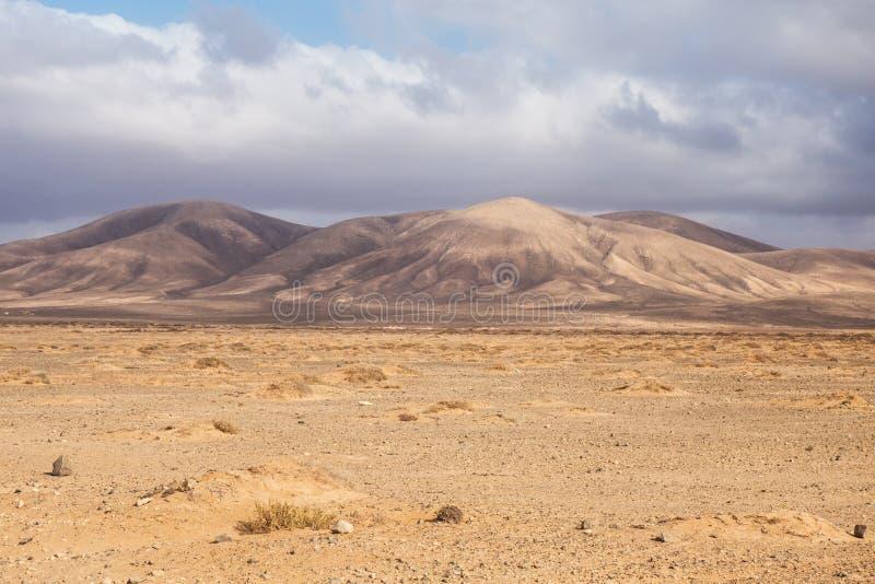 Desséchez le désert en île de Fuerteventura, Îles Canaries photos stock