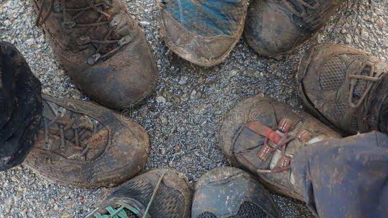 Dessa skor betyds för att gå royaltyfri fotografi