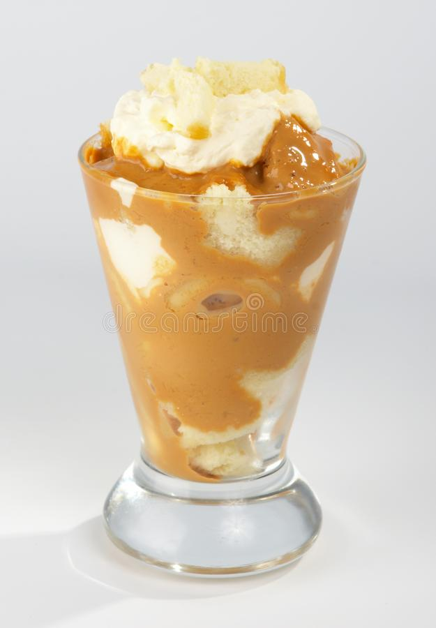 Dessert à La Crème De Biscuit Et. Photos Stock