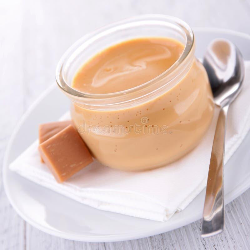 Dessert à la crème de caramel images stock