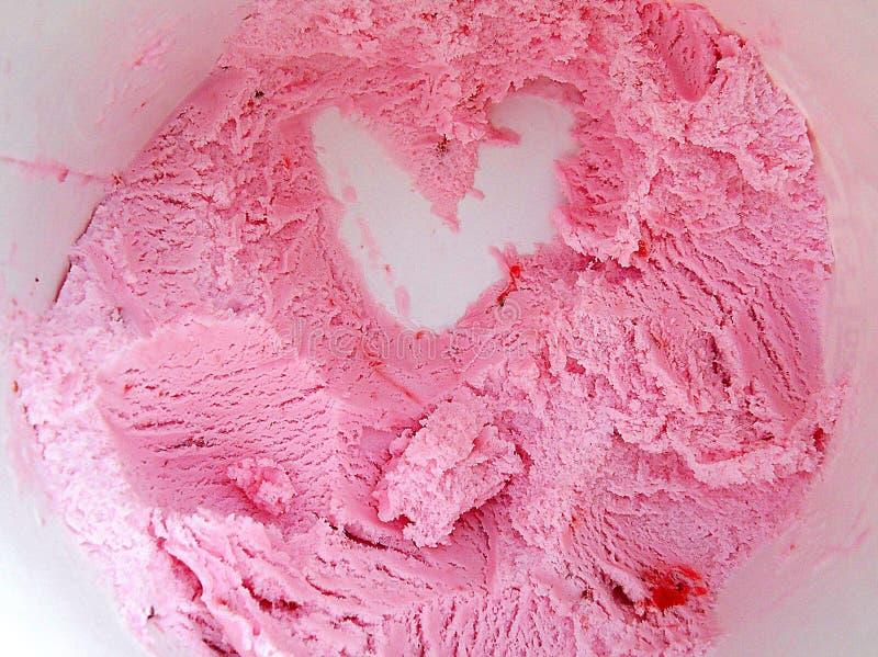 Dessert alla panna del ghiaccio della fragola di amore fotografia stock libera da diritti