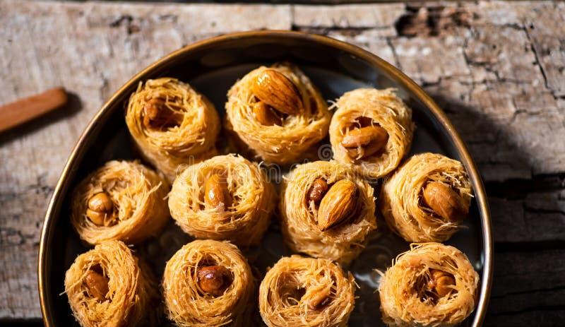 Dessert arabe de baklava de kadayif avec la noix de cajou photo libre de droits