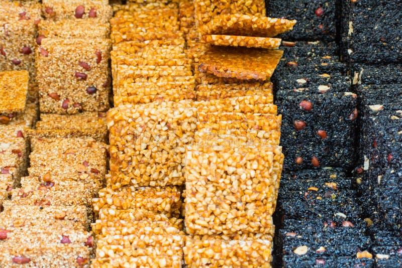 Download Dessert Asiatique Dans Différentes Couleurs Hors De Différents écrous Et Ses Image stock - Image du chinois, gastronome: 76089703