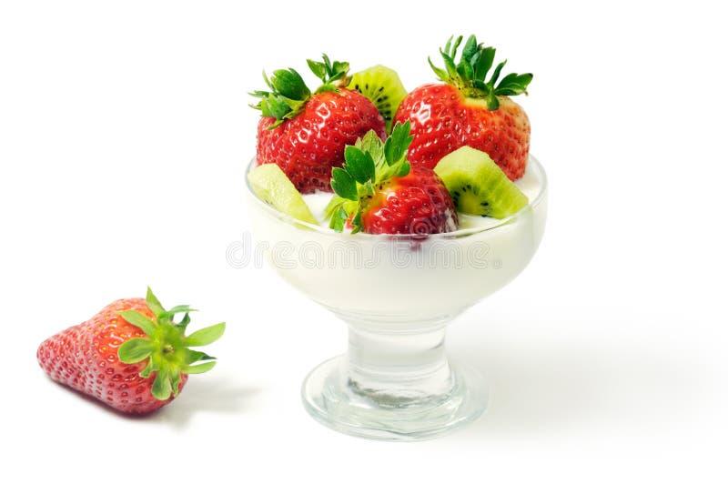 Dessert avec la fraise et le kiwi image libre de droits