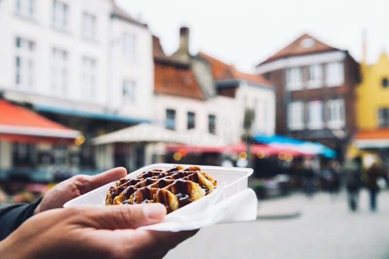 Dessert belge traditionnel, pâtisserie - gaufre savoureuse de la Belgique avec photographie stock libre de droits