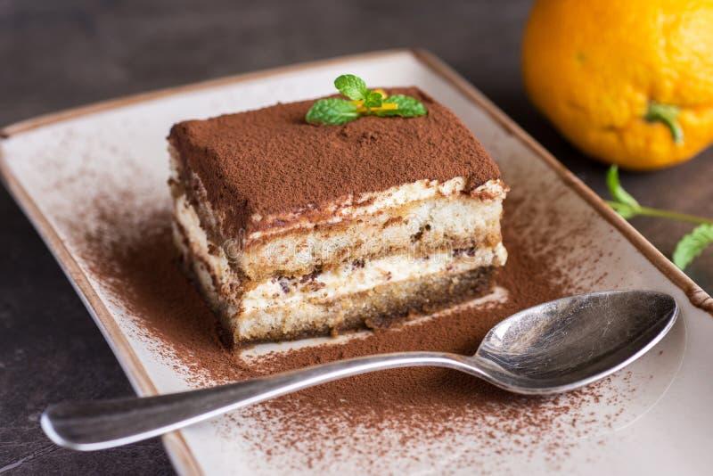 Dessert casalingo del dolce di tiramisù con il formaggio di mascarpone ed il caffè del caffè espresso fotografia stock