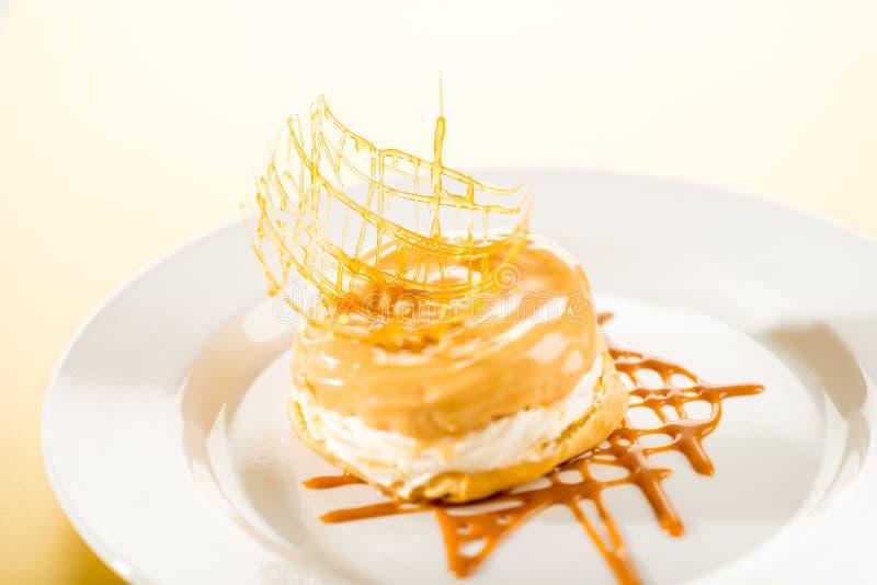 Dessert Crémeux Délicieux Avec L écrimage De Caramel Images stock