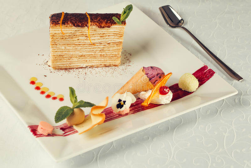 Dessert décoré de gâteau photos libres de droits