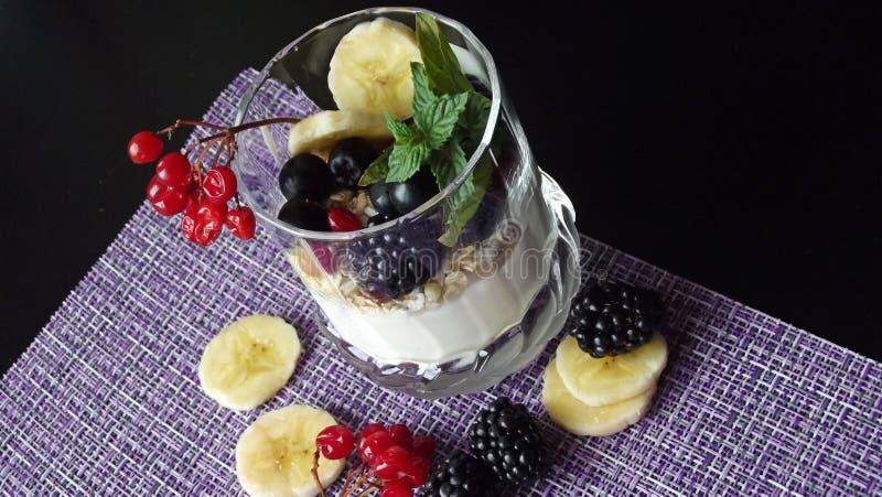 Dessert délicieux dans un verre image libre de droits