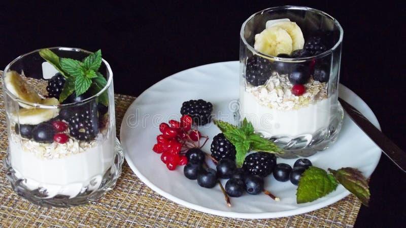 Dessert délicieux dans un verre photos stock