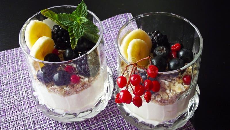 Dessert délicieux dans un verre images libres de droits