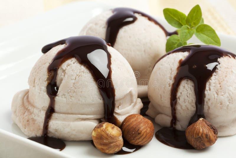 Dessert de crême glacée de noisette photographie stock