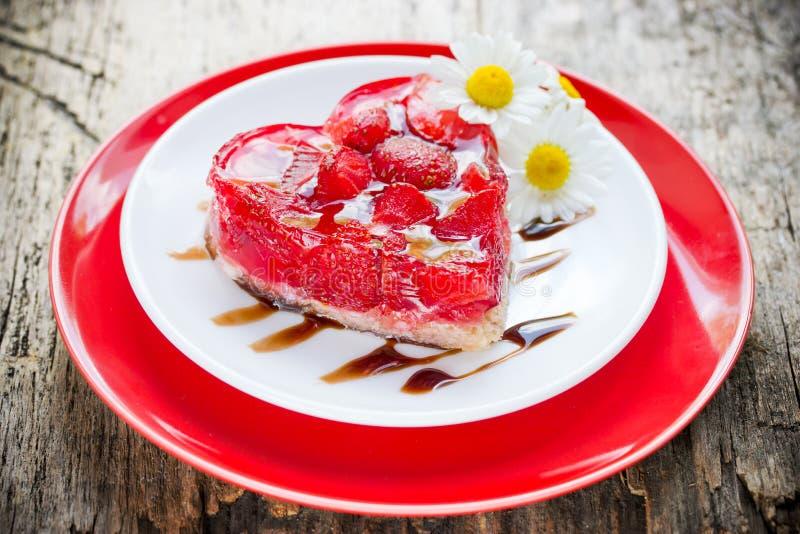 Dessert de gâteau de coeur de fraise le jour de valentines, Valent classique photographie stock libre de droits
