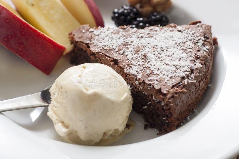 Dessert de la crême glacée et du gâteau de chocolat image libre de droits