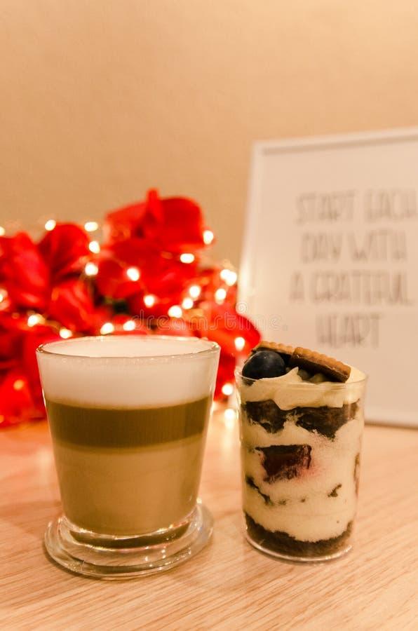 Dessert del mirtillo e del caff? fotografia stock libera da diritti