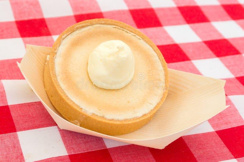 Dessert delizioso con panna montata immagini stock