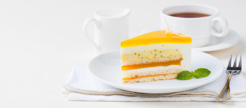 Dessert della mousse del dolce del frutto della passione, sapore tropicale fotografia stock libera da diritti