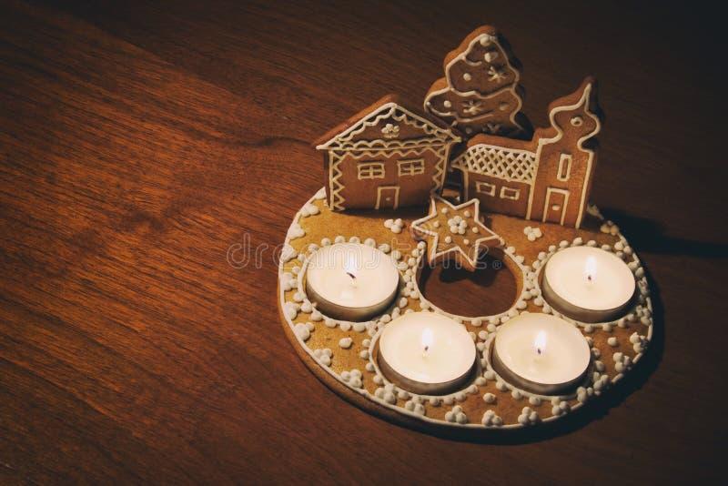 Dessert di Natale sulla tavola immagini stock