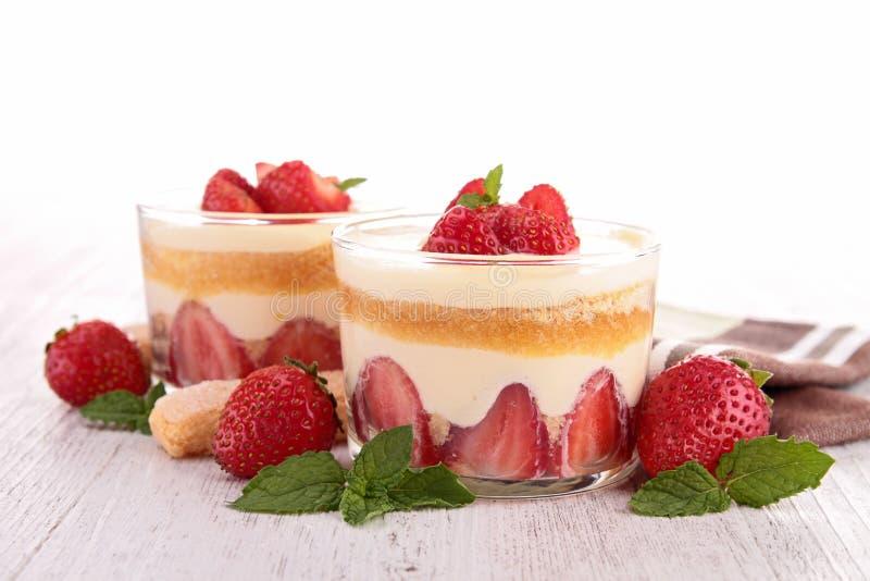 Dessert doux avec des fraises photo stock